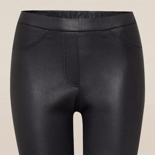 Schwarze Stretch Lederleggings Detail vom Bund