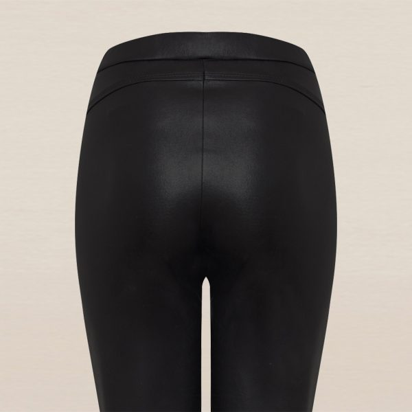 Schwarze Stretch Lederleggings Detail von hinten