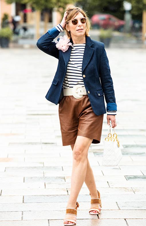 Outfit mit brauner Ledershorts