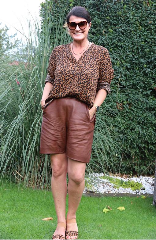 Outfit Ledershort mit Bluse